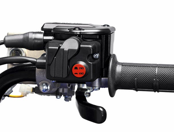 Yamaha Kodiak 700 EPS on command 4WD control button