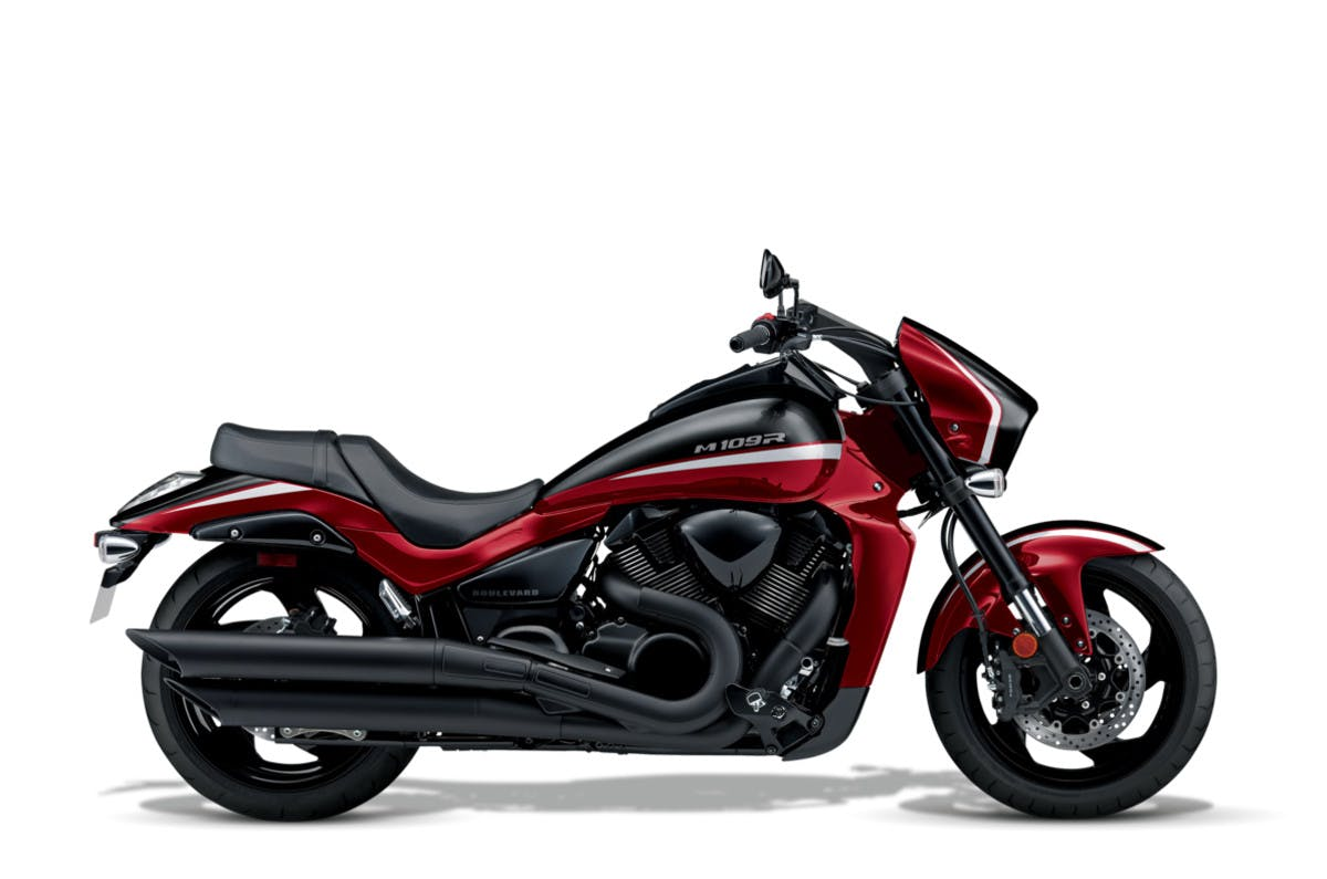SUZUKI BOULEVARD M109R BLACK EDITION in glass sparkle black and candy red colour