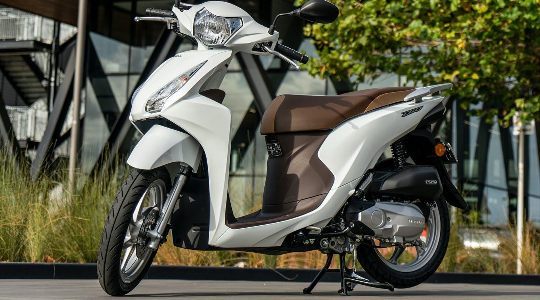 Honda NSC110 Dio in Pearl Iceberg White