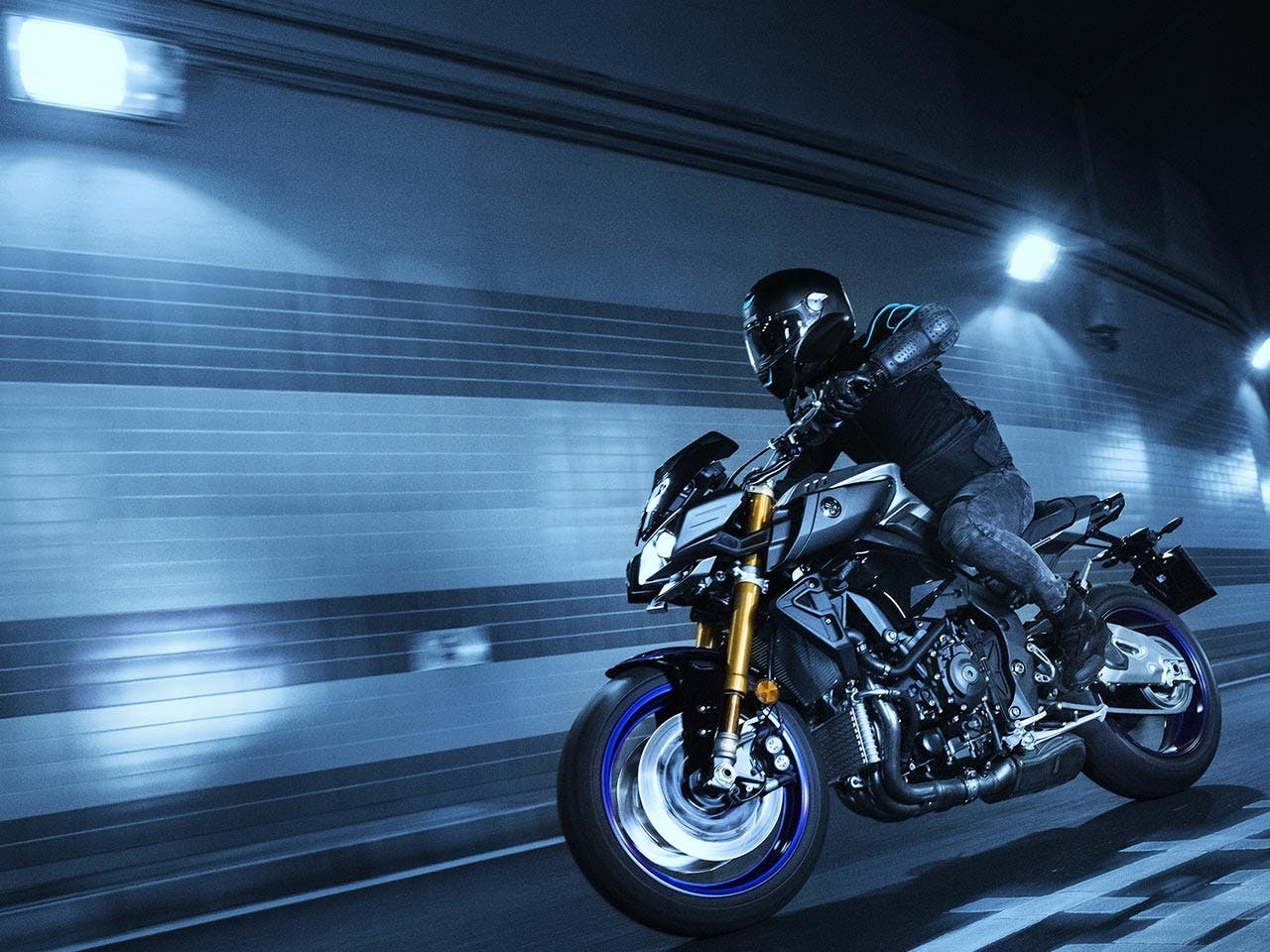 Yamaha MT-10 (SP) on the road