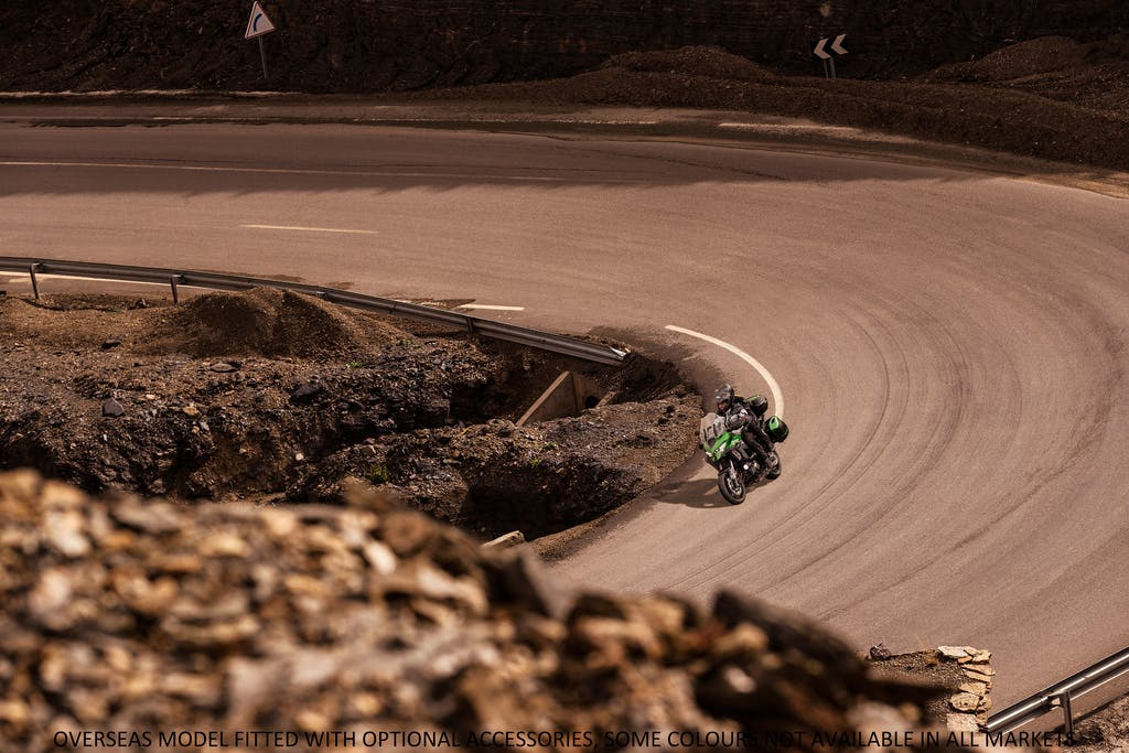 KAWASAKI VERSYS 1000 SE being ridden on a hill road