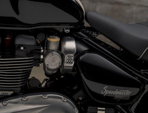 TRIUAMPH BONNEVILLE SPEEDMASTER twin throttle bodies