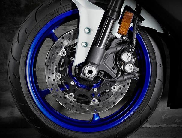 YAMAHA YZF-R6 front brakes
