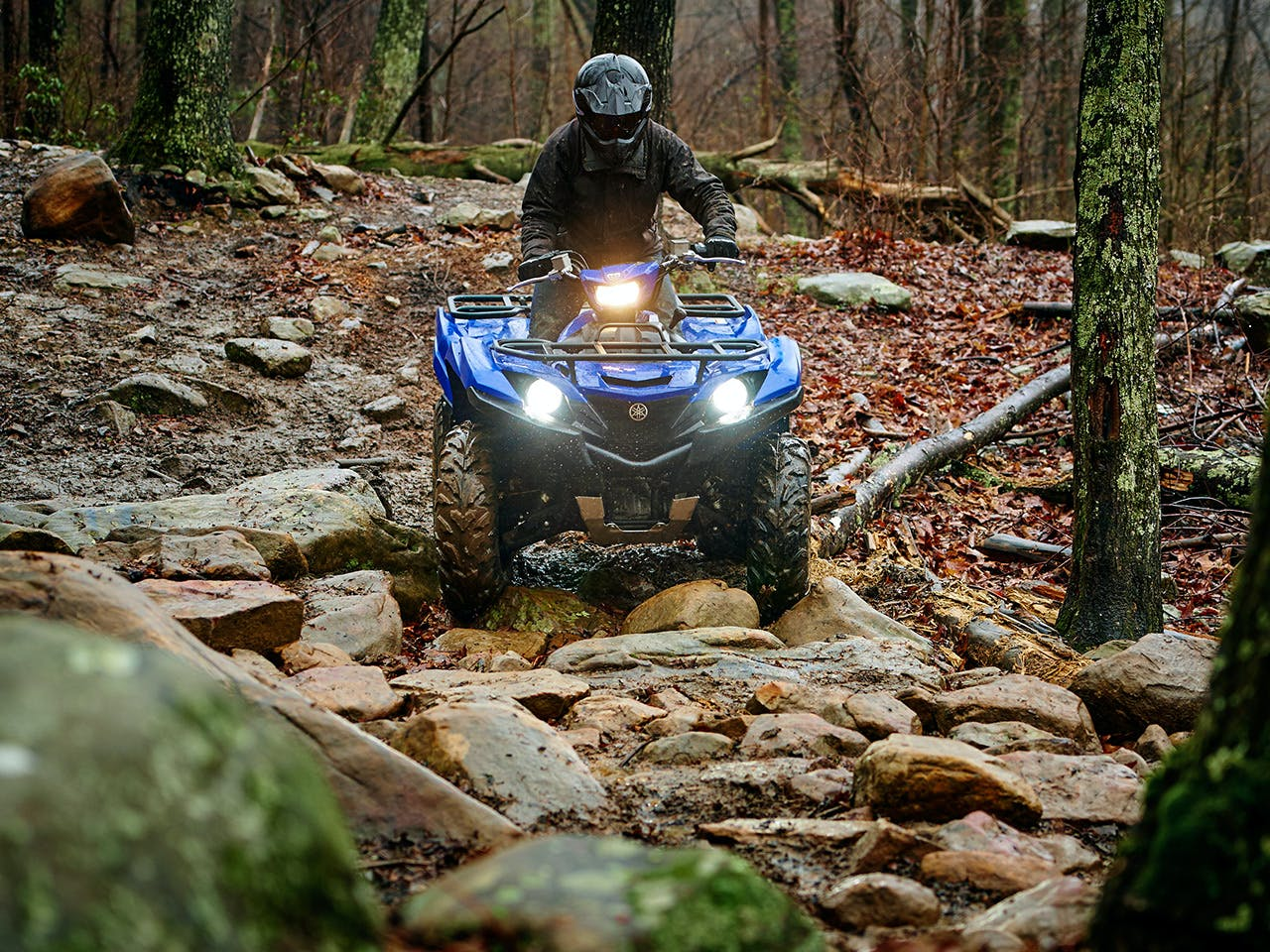 Yamaha Grizzly 700 in Steel Blue colour riding over a rocky path