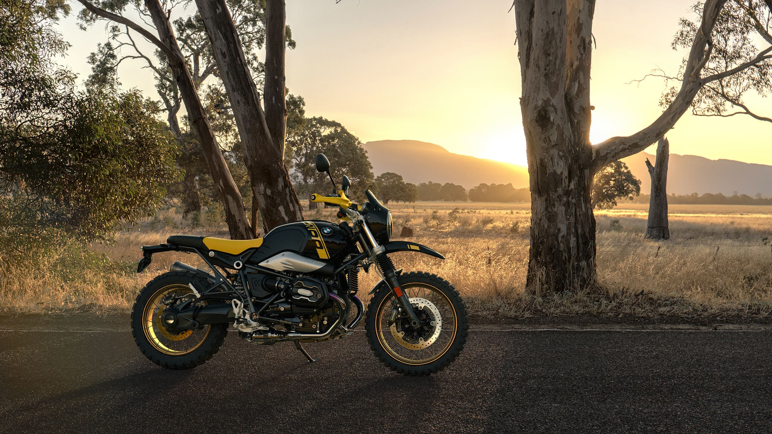 BMW R nineT Urban G/S Edition 40 Years GS, parked.
