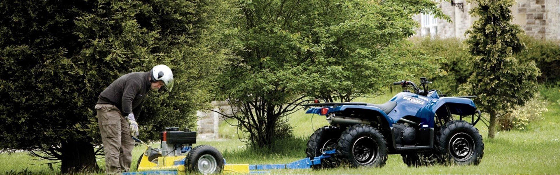 Yamaha Grizzly 350 2WD in Steel Blue towing machine