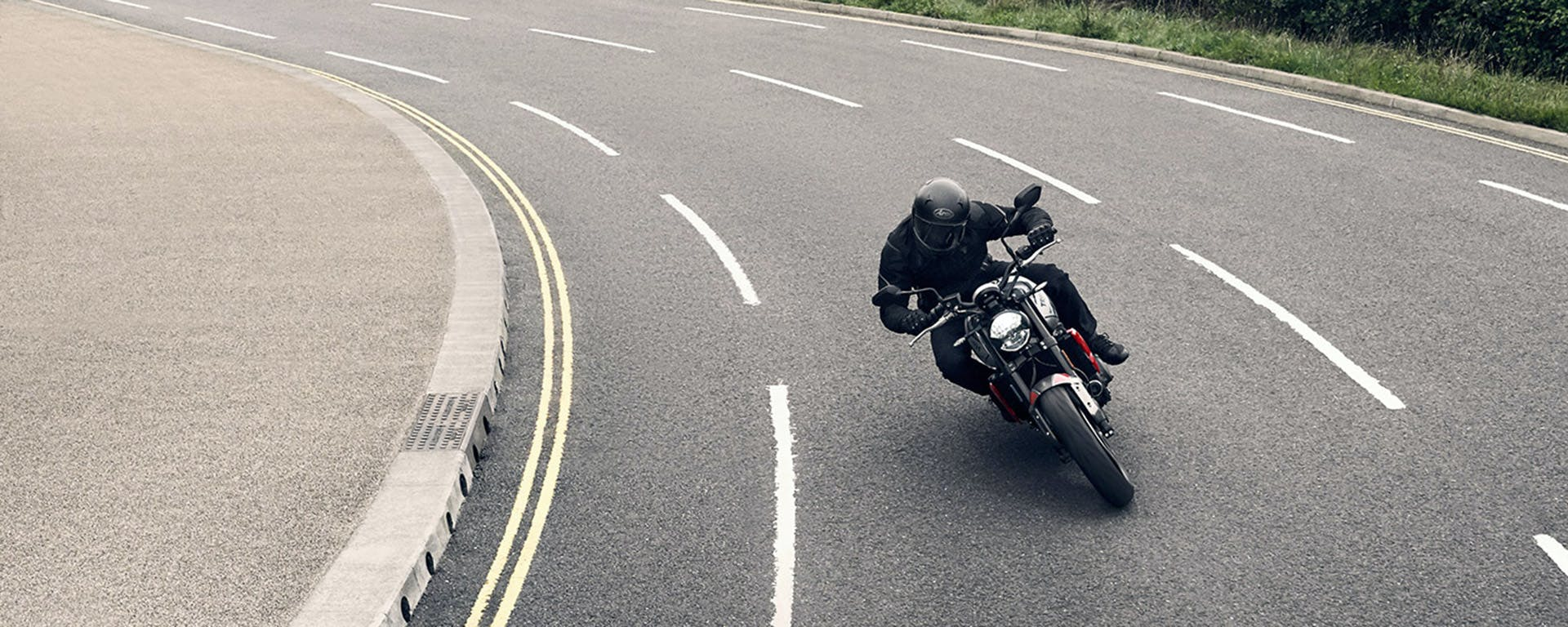 Triumph Trident 660 in action on the road