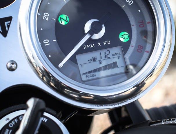 TRIUMPH Bonneville T120 Black riding mode options