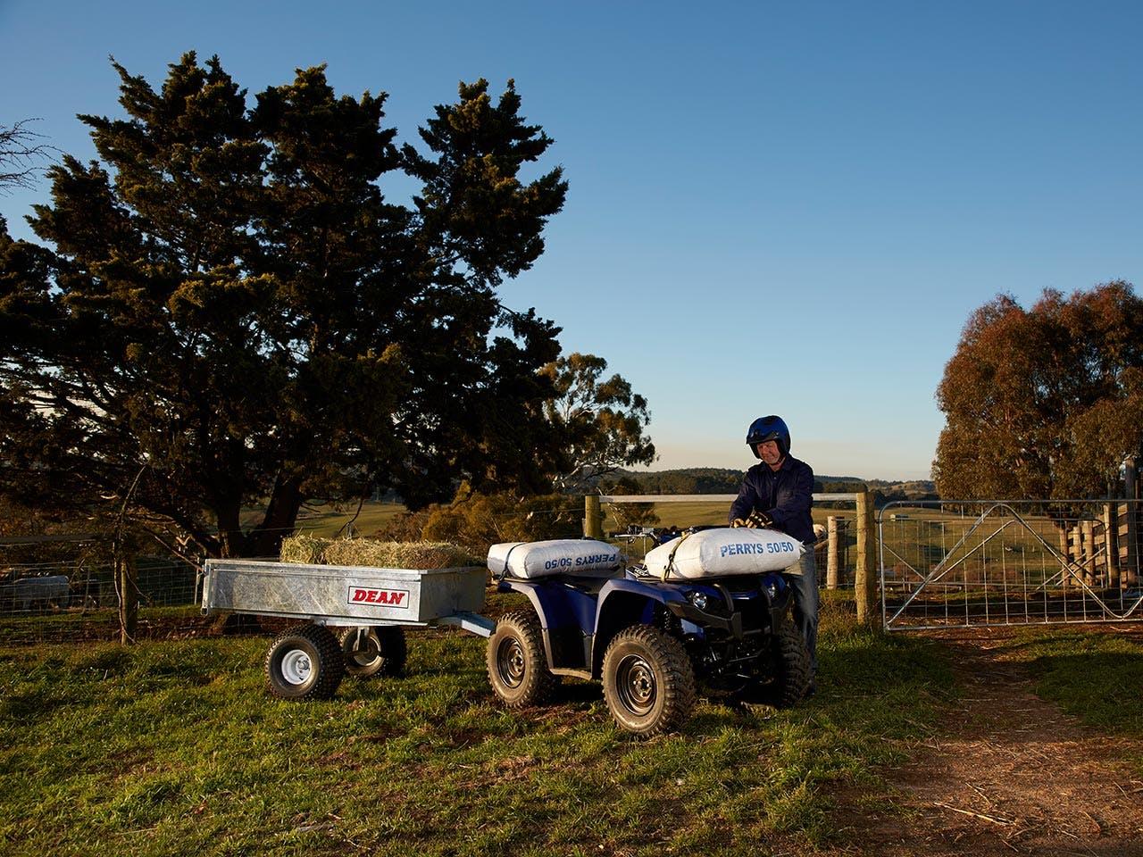Yamaha Kodiak 450 in steel blue towing hay bales