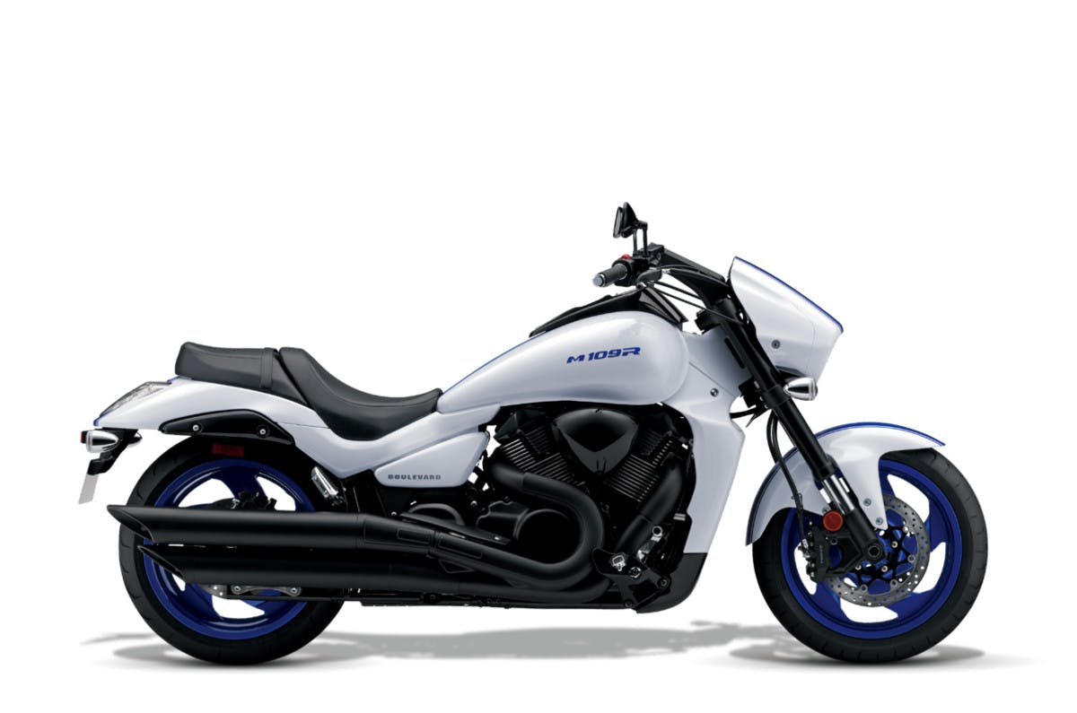 SUZUKI BOULEVARD M109R BLACK EDITION in pearl glacier white and pearl blue colour