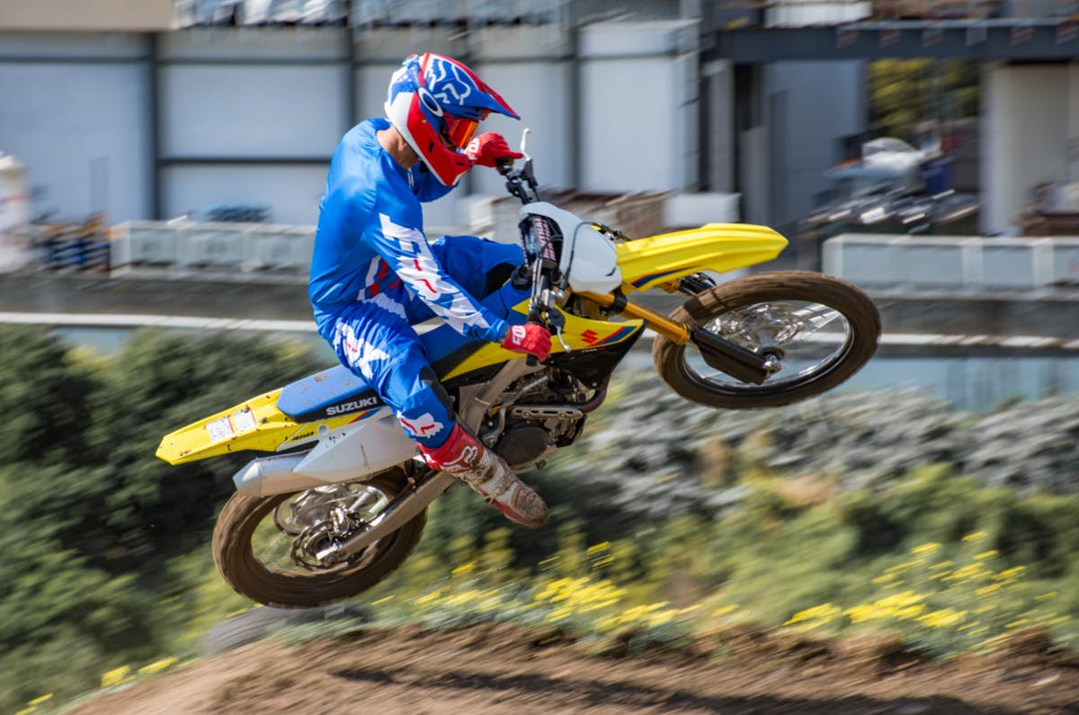 SUZUKI RM-Z450 being riden off road