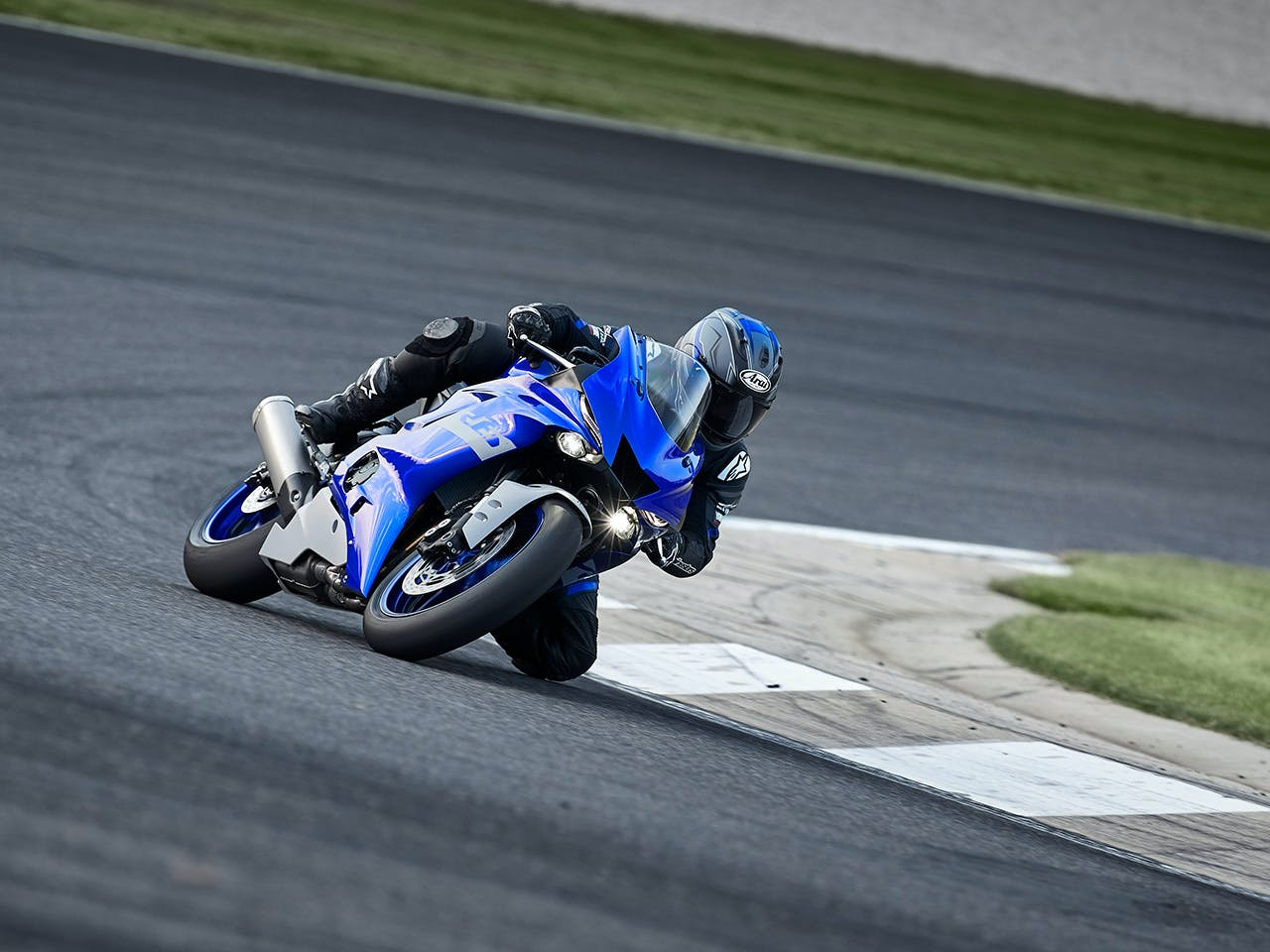 YAMAHA YZF-R6 motorcycle riding on the road