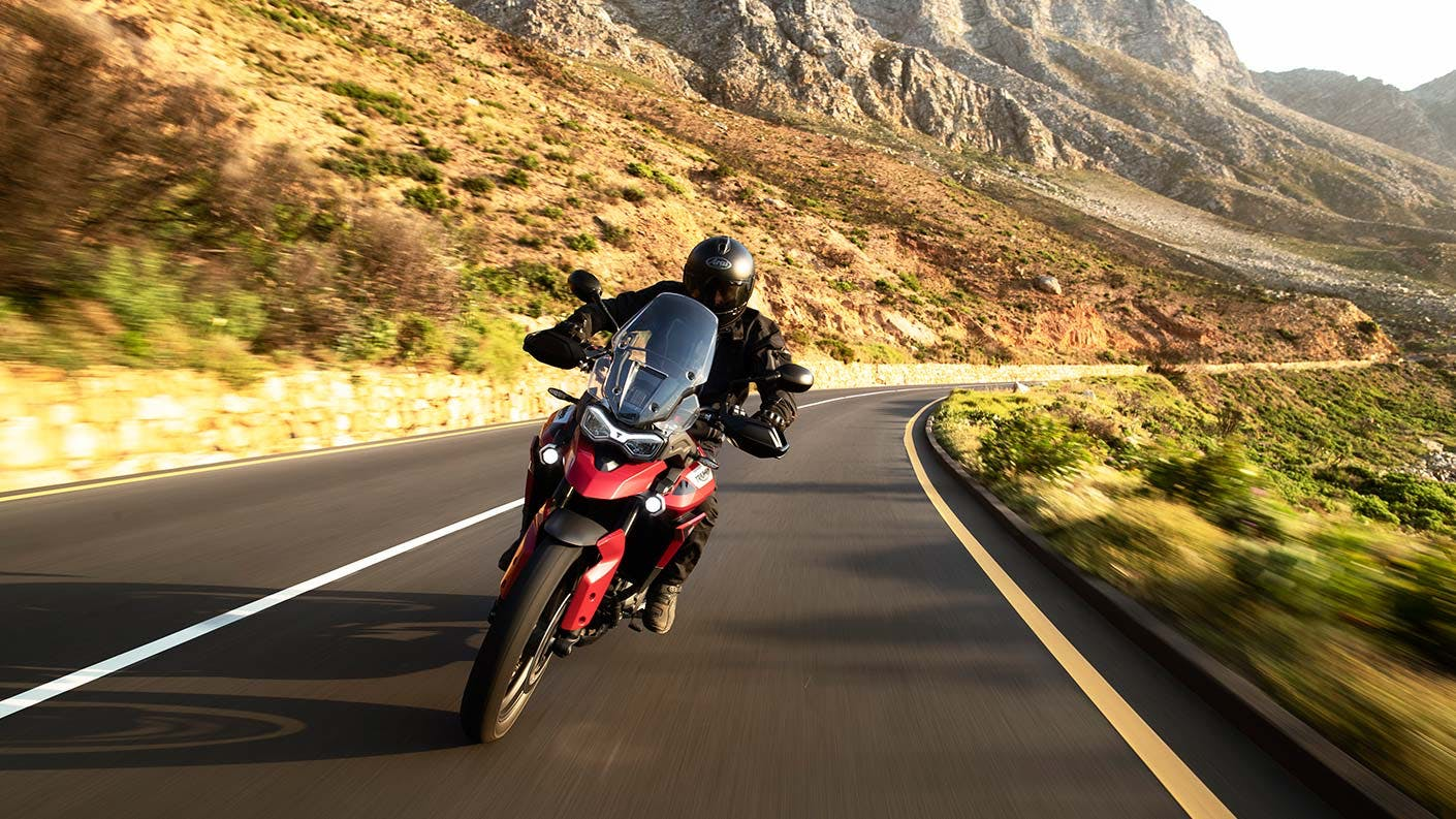 Tiger 900 GT Pro on the road