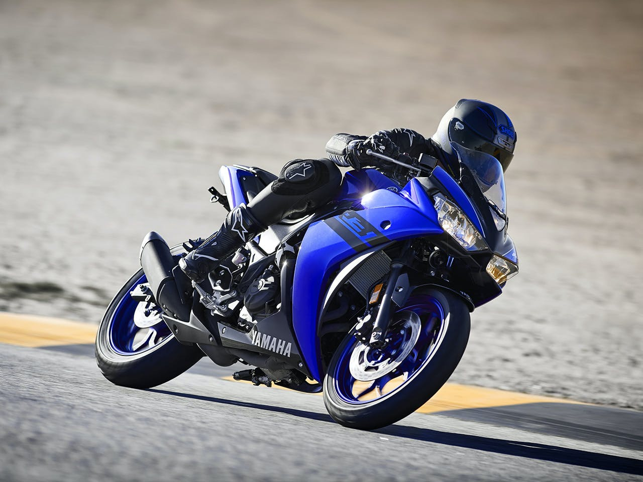 Yamaha YZF-R3 2018 being ridden on a race track