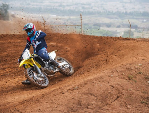 SUZUKI RM-Z450 being ridden off road