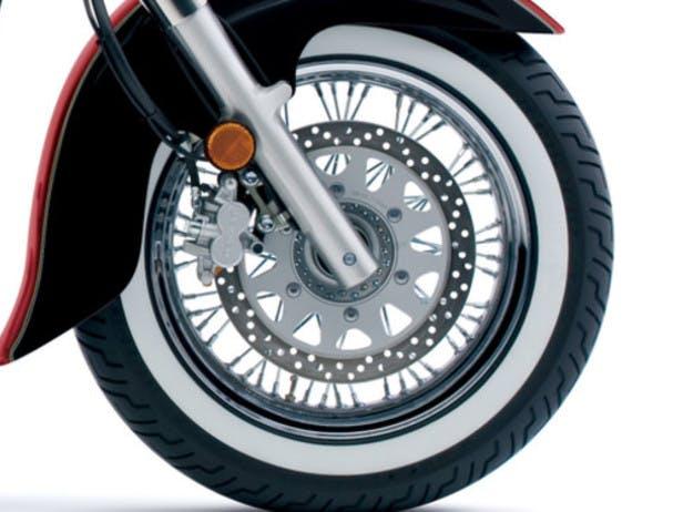 SUZUKI BOULEVARD C50T front tyre