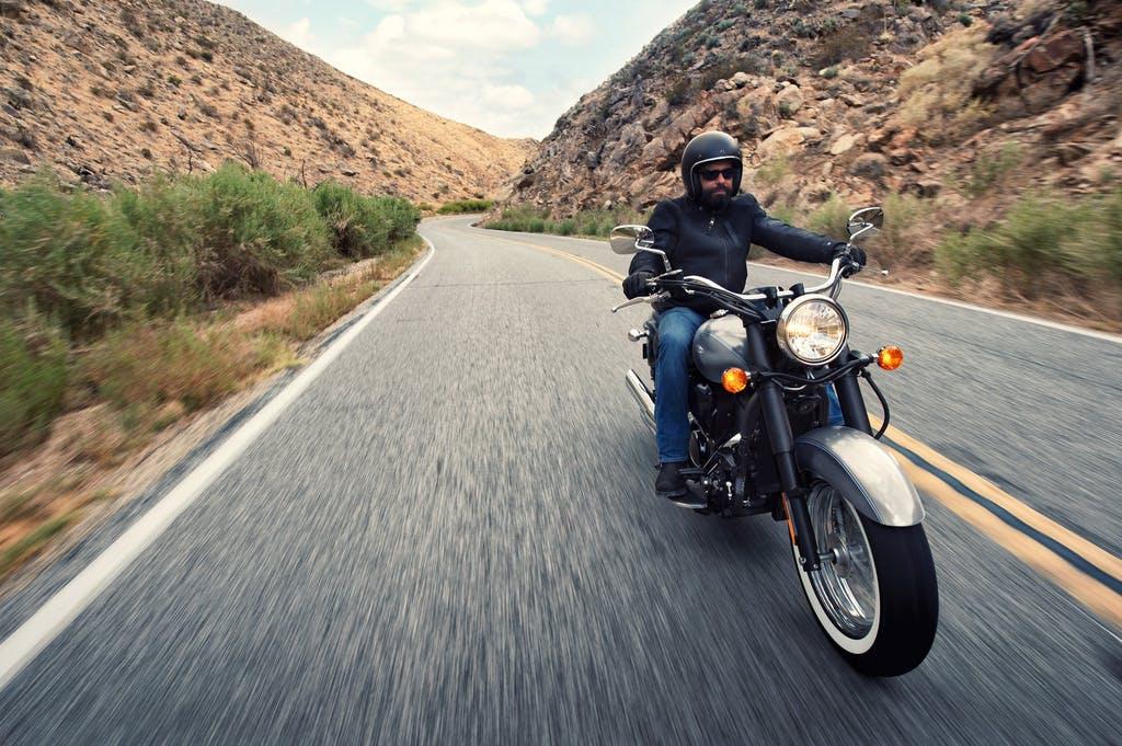 KAWASAKI VULCAN 900 CLASSIC beinh ridden on a road