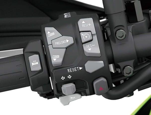 Kawasaki Versys 1000 SE control buttons