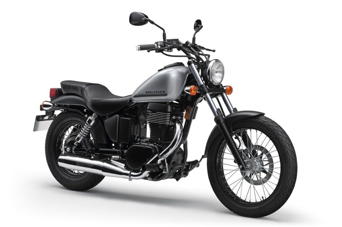 SUZUKI BOULEVARD S40 in metallic mystic silver colour