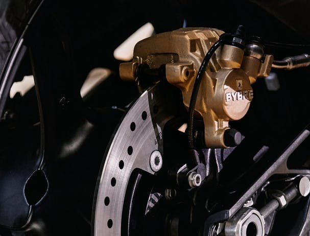 BMW G 310 GS tyre gold brake calipers