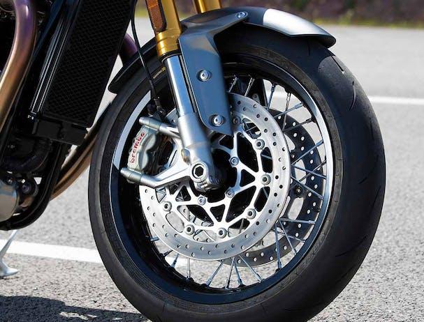 Triumph Thruxton RS wheels and tyre