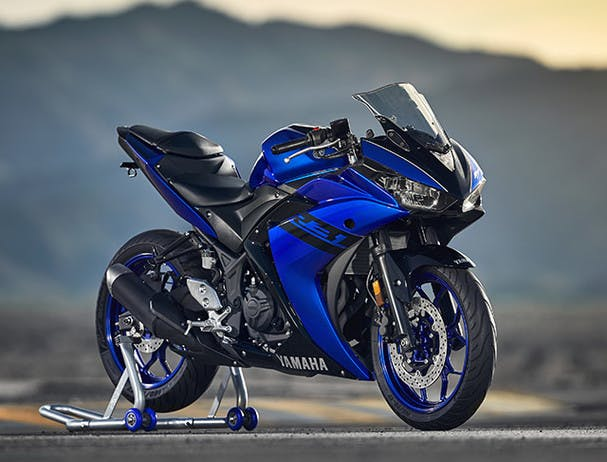 Yamaha YZF-R3 2018 in yamaha blu colour, parked