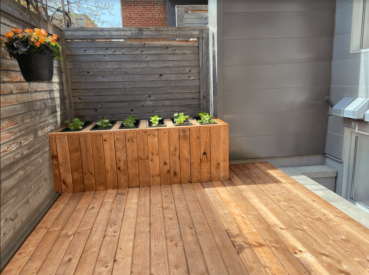 Balcony with raised flower beds, after renovation