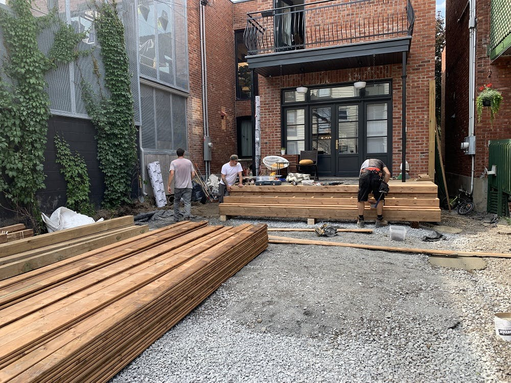 Construction de terrasse en cours