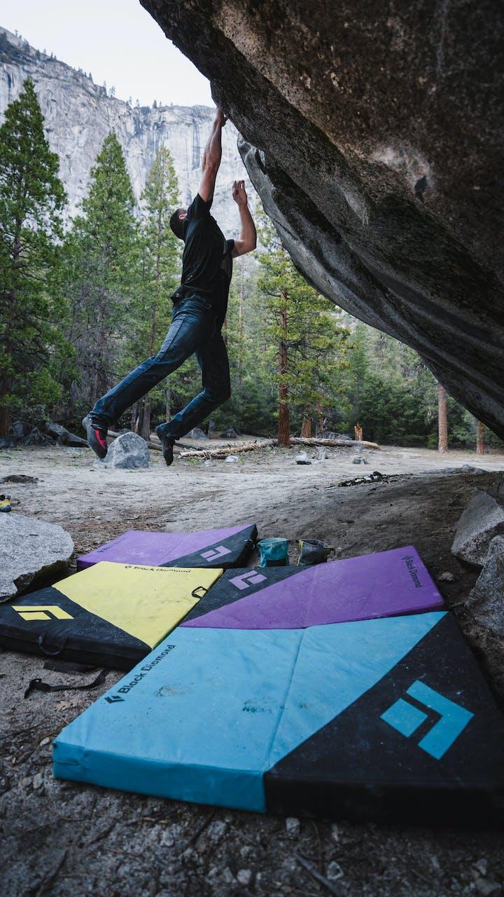 BD Athlete Carlo Traversi bouldering
