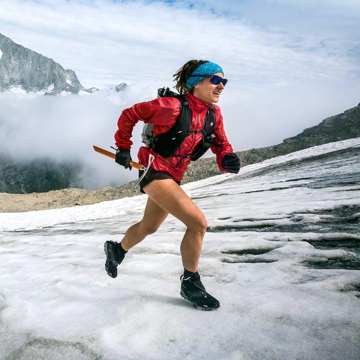 hillary gerardi running across a snow field