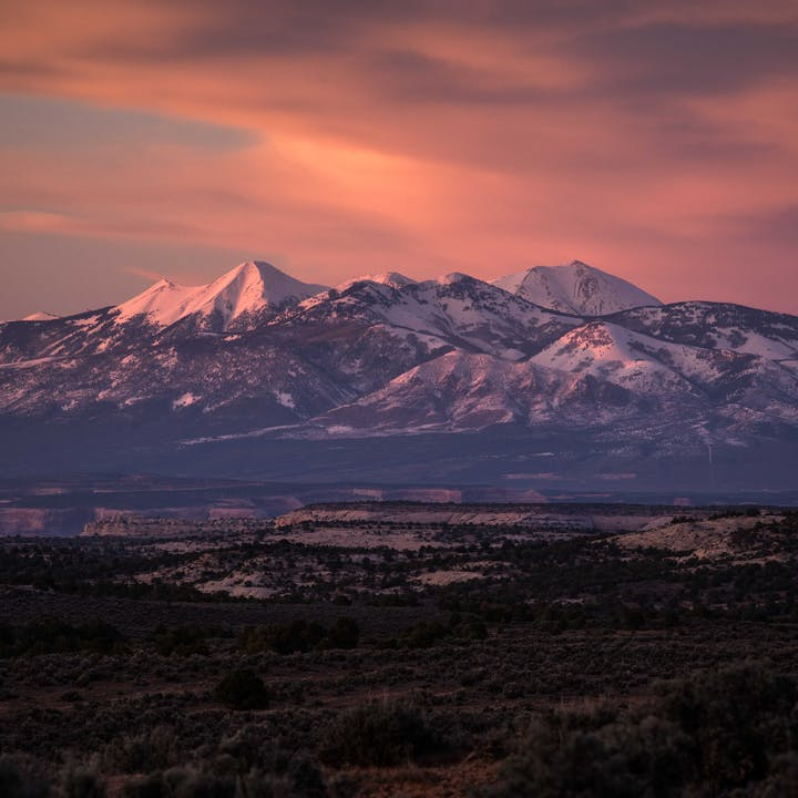 A photo by Andy Earl of the mountains at sunset