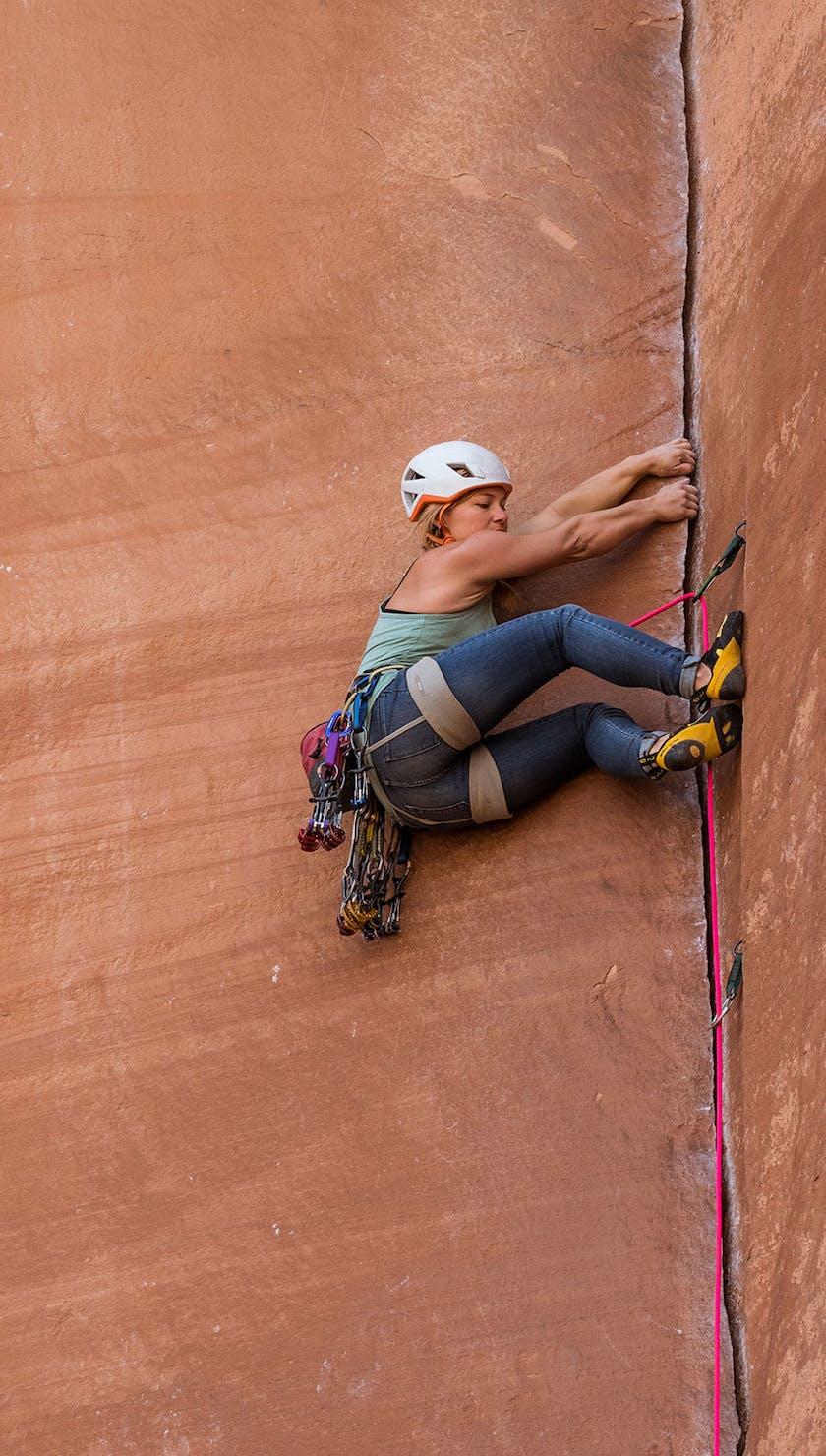 Hazel Findlay climbing a crack