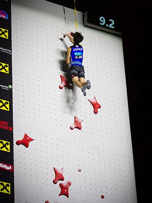 Climber finishing the speed route - 9.2 seconds