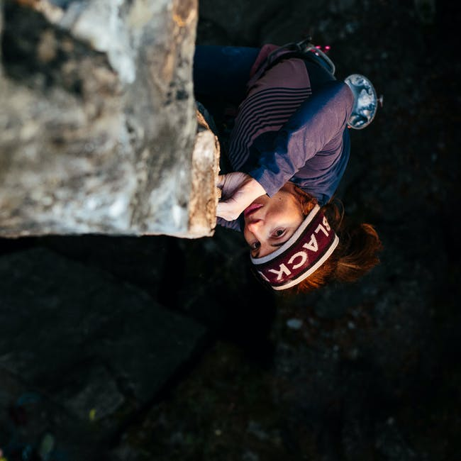 babsi climbing a sport route outside