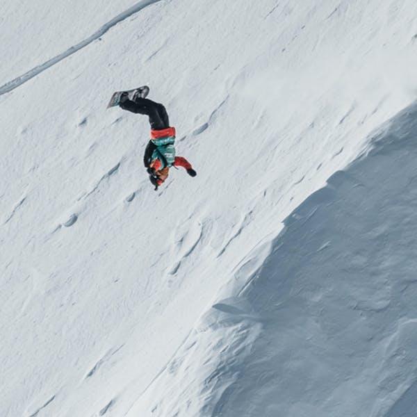 Victor snowboarding