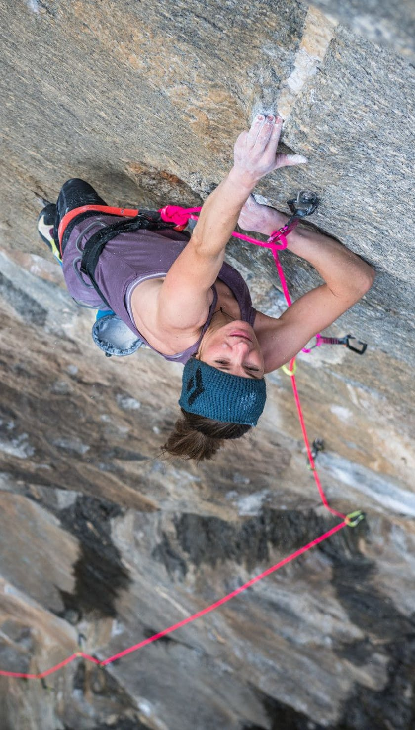 Climbing woman sport lead climbing with 8.9 Rope