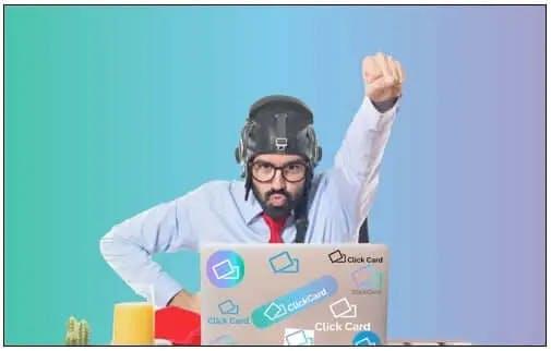 Guru da ClickCard ao criar o seu cartão visita online