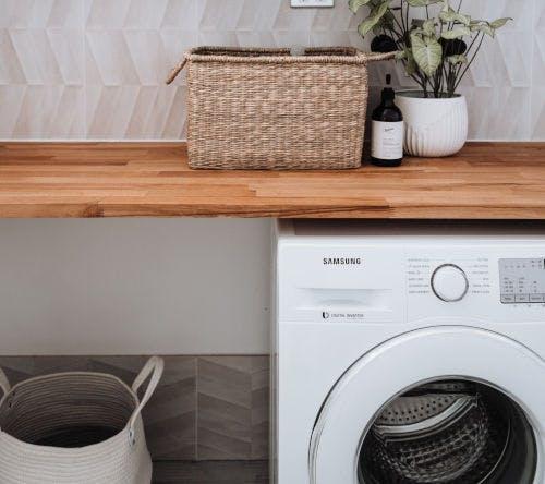 Máquina de lavar em uma lavanderia