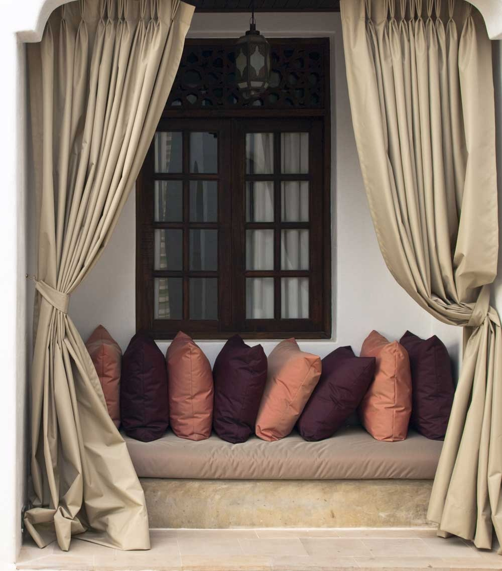 The Best Window Treatments For Window Seats The Blinds Com Blog