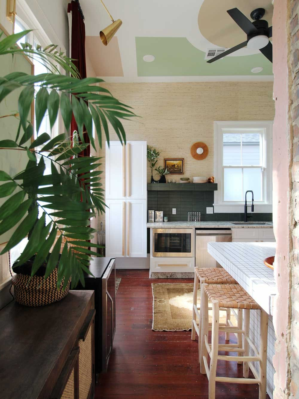 memphis inspired kitchen with grasscloth backspalsh and geometric mural on the ceiling