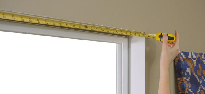 measuring top of window opening with tape measure