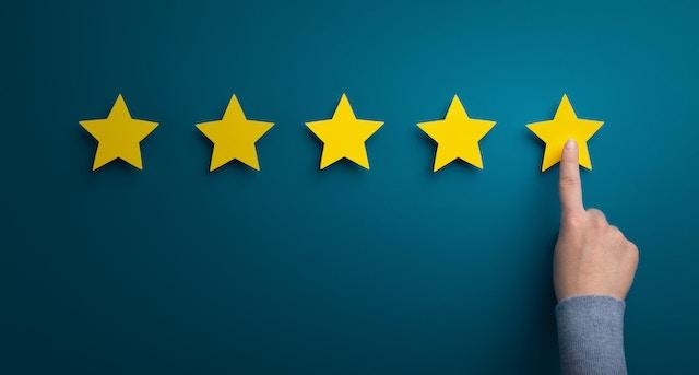 Låt dina kunder lämna omdömen om dig och visa upp på din hemsida