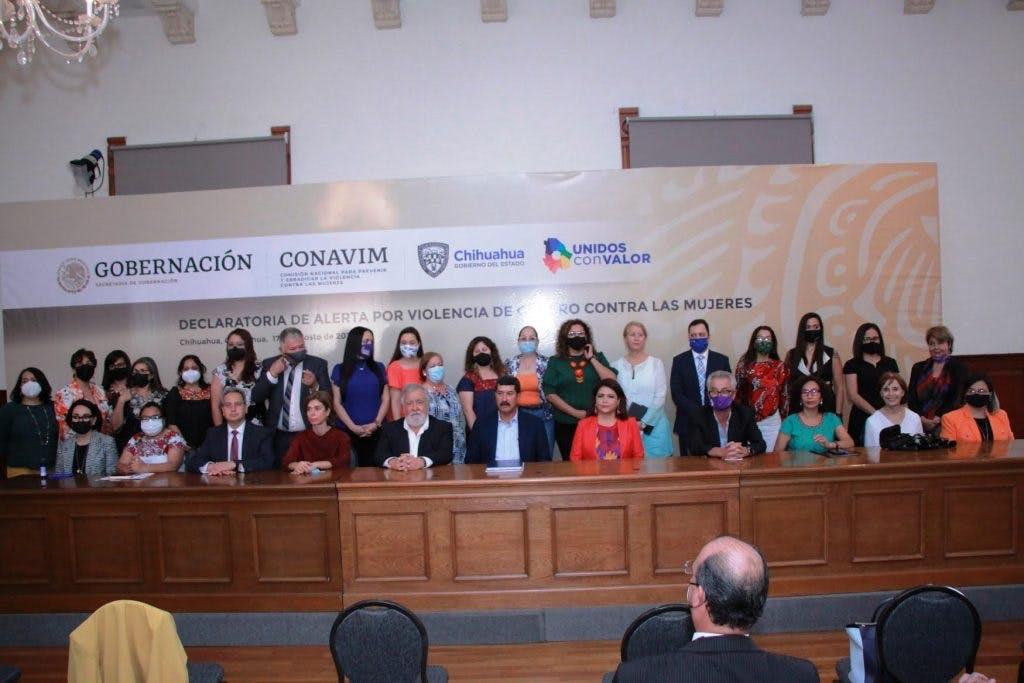Colectivos de mujeres con el Subsecretario de gobernacion Alejandro Encinas.