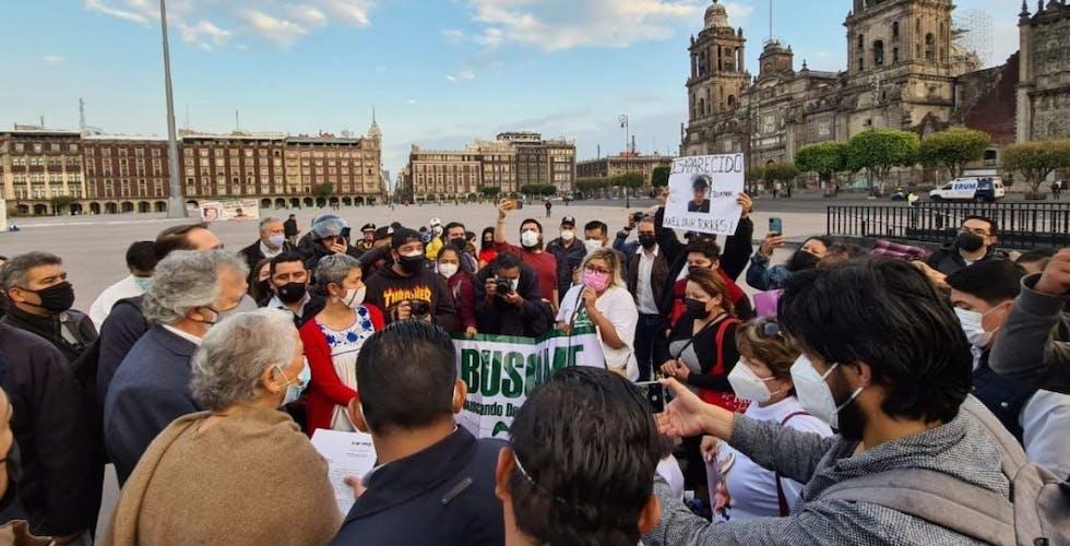 Madres de desaparecidos protestan afuera del Palacio Nacional