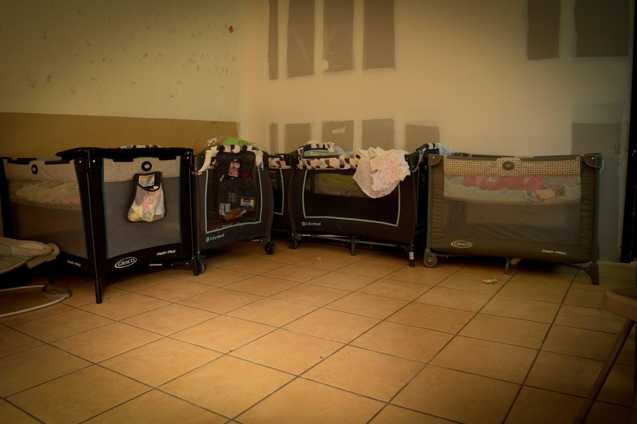 Migrantes centroamericanas tienen a sus hijos en México en espera de asilo en Estados Unidos
