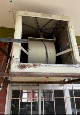 Ladrones robaron 12 motores de aire acondicionado en una escuela de Coahuila.
