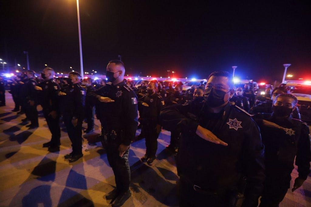 Policías en evento de toma de protesta de Pérez Cuéllar como alcalde de Juárez.