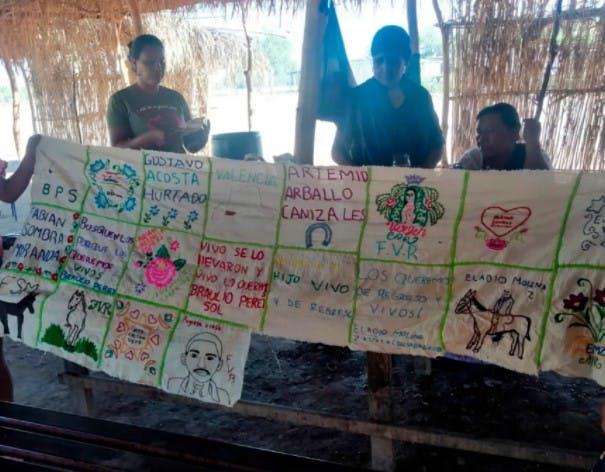 Mujeres Yaquis, bordan para la resistencua y ka memoria.