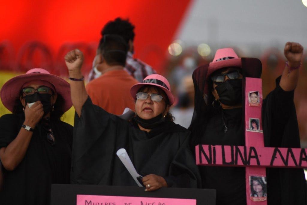 Mujeres de negro protestan en Juárez.