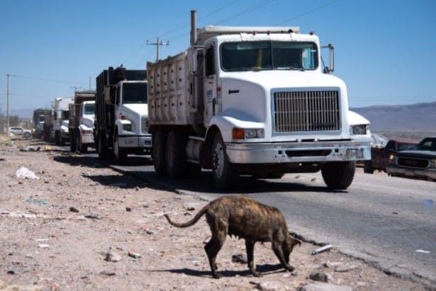 Vecinos impiden ingreso de camiones a relleno sanitario.